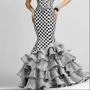 Распродажа красивых вечерних платьев скидки 50%