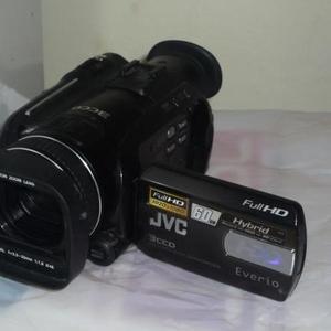 Продам полупрофессиональную камеру JVC GZ-HD7E